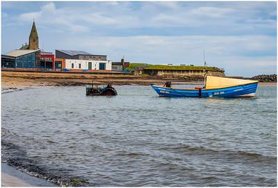SEA TRACTOR AND COBLE 'THREE SISTERS R' , NEWBIGGIN BAY