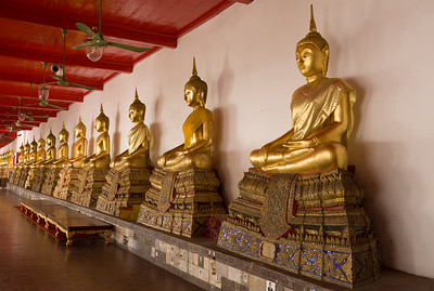 A long line of Buddhas.