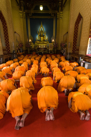 Monks praying in Wat Benchamobophit.