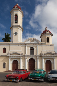 Church and Classic Cars, Cienfuegos