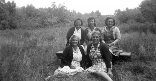 Front: Ella Updegrove Bush, Dorothy Updegrove Hoover; Back: Elsie Updegrove Shadle, Beatty Updegrove Paul Snarnowsky, Hilda Updegrove Barry Stinner