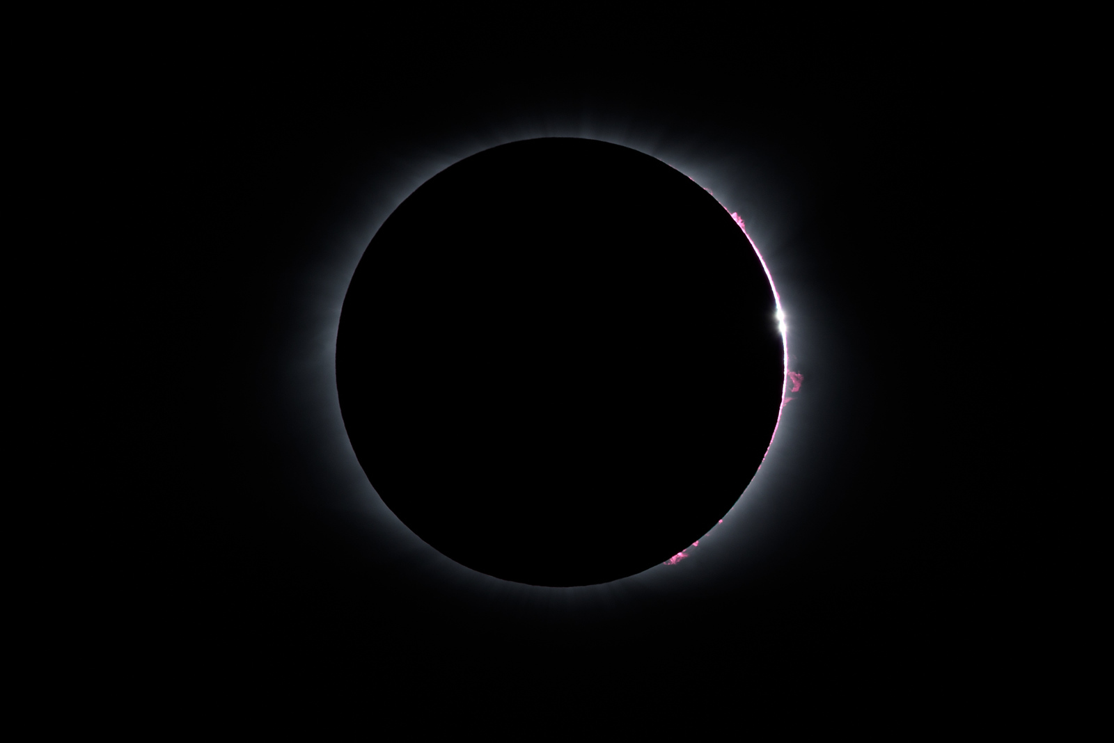 BAILEY'S BEADS & PROMINENCES AT END OF TOTALITY