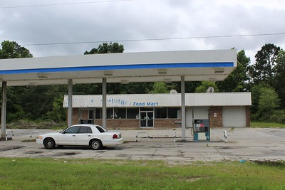 Closed Convenience Store-I16 and HWY 67/45 miles from PO