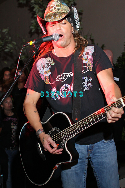 ATLANTIC CITY, NJ - JUNE 13:  Bret Michaels performs for a select group of fans at The Pool at Harrah's on June 13, 2008 at Harrah's in Atlantic City, New Jersey.