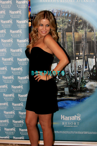 ATLANTIC CITY, NJ - MAY 23  Carmen Electra poses for photographers as she  enters The Pool in Harrah's Resort for an appearance on May 23, 2008 in Atlantic City, New Jersey. (Photo by Donald Kravitz/Getty Images)