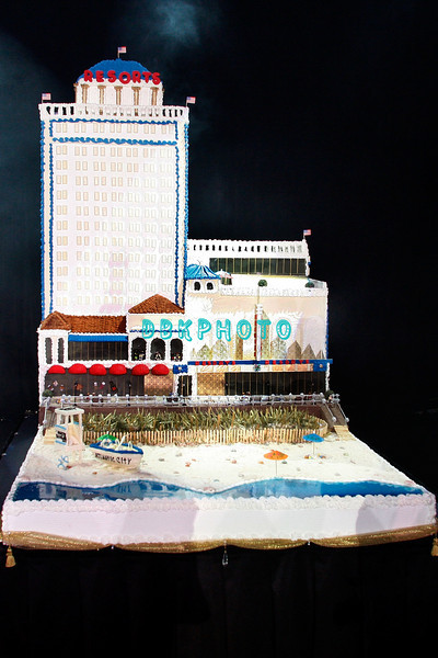 """ATLANTIC CITY, NJ - OCTOBER 18:  The cake created by Resorts Atlantic City staff to surprise Duff Goldman,TV's  Food Netwrok's """"Ace Of Cakes"""" at """"The Ultimate Entertainment/Dining Event"""" held on October 18, 2008 in Atlantic City, New Jersey."""