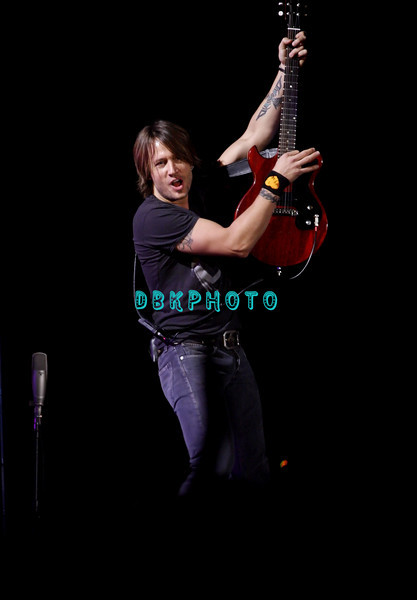 ATLANTIC CITY, NJ - FEBRUARY 15  Keith Urban performs in concert in Boardwalk Hall on February 15, 2008 in Atlantic City, New Jersey.