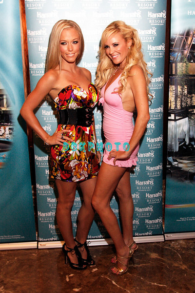 ATLANTIC CITY, NJ - AUGUST 30:  Kendra Wilkinson (L) and Bridget Marquart pose for the camera as they visits The Pool at Harrah's on August 30, 2008 in Atlantic City, New Jersey.