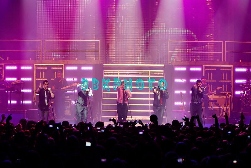 ATLANTIC CITY, NJ - SEPTEMBER 27: Danny Wood, Donnie Whalberg, Joey McIntyre, Jordan Knight and  Jonathan Knight members of The New Kids On The Block performs at the Event Center at the Borgata on September 27, 2008 in Atlantic City, New Jersey.