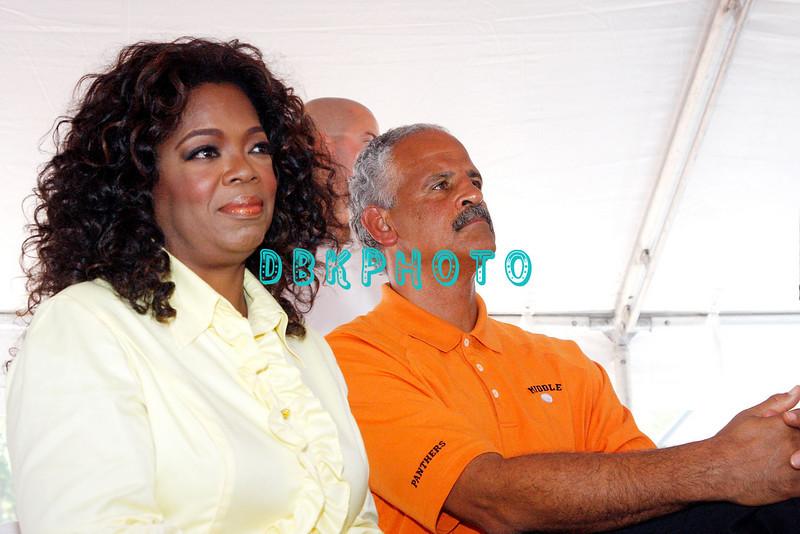 WHITESBORO, NJ - AUGUST 30:  Oprah Winfrey (L) and Stedman Graham listen to the speakers at the 20th Reunion Festival in Whitesboror, NJ where Oprah is the honored speaker.  (Photo by Donald Kravitz/Getty Images) *** Local Caption *** Oprah Winfrey and Stedman Graham (R)