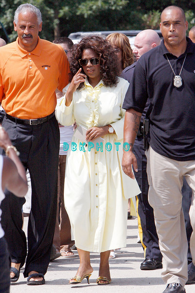 WHITESBORO, NJ - AUGUST 30:  Oprah Winfrey arrives with Stedman Graham at the 20th Reunion Festival in Whitesboror, NJ where she is the honored speaker.  (Photo by Donald Kravitz/Getty Images) *** Local Caption *** Oprah Winfrey and Stedman Graham (L)