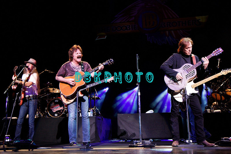 ATLANTIC CITY, NJ - JULY 03:  Pat Simmons (L), Tom Johnson (C) and John McFee of the Doobie Brothers performs at Tropicana Casino on July 3, 2009 in Atlantic City, New Jersey.