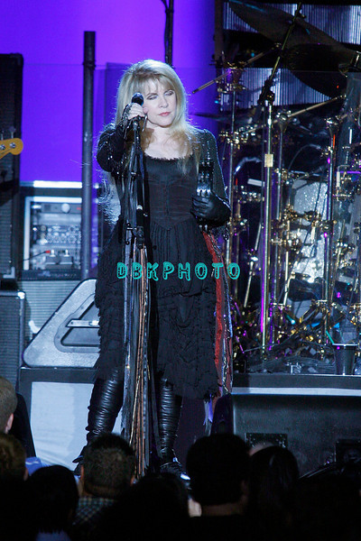 ATLANTIC CITY, NJ - JUNE 13:  Stevie Nicks of Fleetwood Mac performs at Boardwalk Hall Arena on June 13, 2009 in Atlantic City, New Jersey. <br /> Stevie Nicks