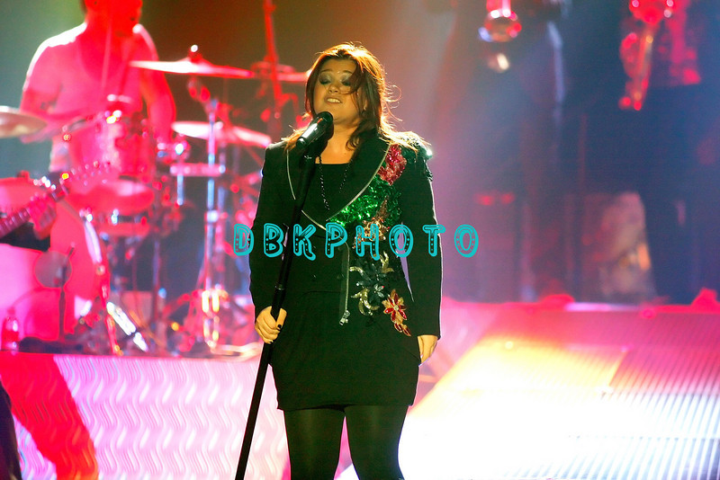 ATLANTIC CITY, NJ - OCTOBER 10:  Kelly Clarkson at Trump Taj Mahal on October 10, 2009 in Atlantic City, New Jersey.