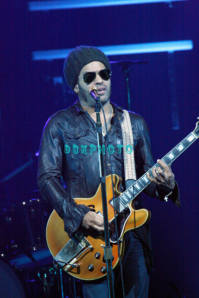 ATLANTIC CITY, NJ - OCTOBER 24:  Lenny Kravitz performs in concert at Borgata Hotel Casino & Spa on October 24, 2009 in Atlantic City, New Jersey.