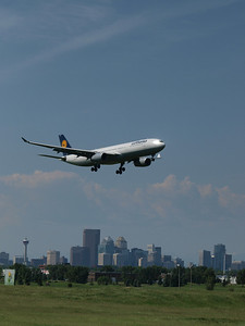 Lufthansa arrivals for rwy34 with city in background. 2008-06-30