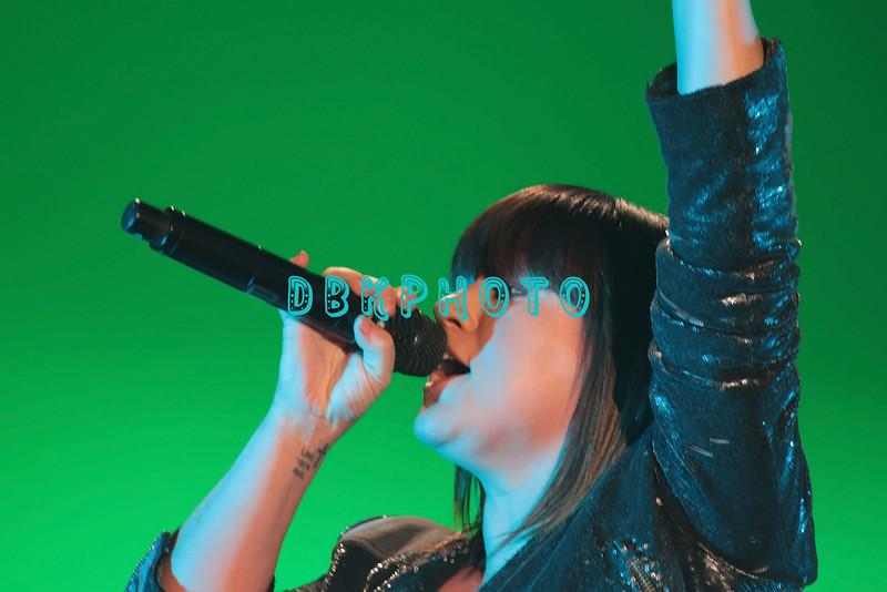 ATLANTIC CITY, NJ - JANUARY 15:  Kelly Clarkson performs  at the Trump Taj Mahal on January 15, 2012 in Atlantic City, New Jersey.