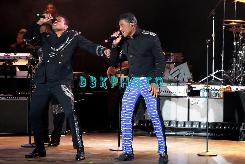 174508685DK016_The_Jacksons