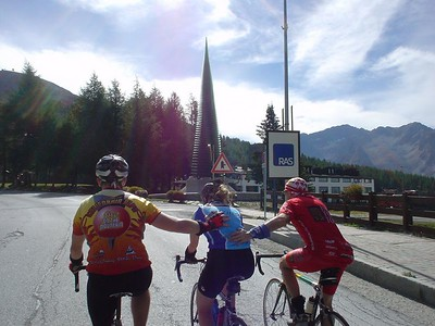 MS Global ride leaders and alumni cyclists support other riders when they need it most