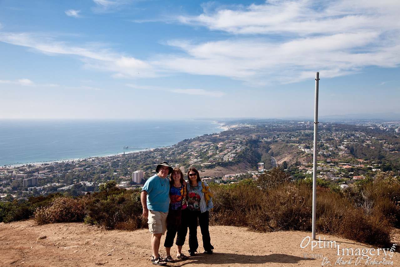Dr. Suess used to live on Mount Soledad.  According to Wikipedia, his widow still does.  Could it be a coincidence that the fellow on your left in this shot is so reminiscent of the Grinch?