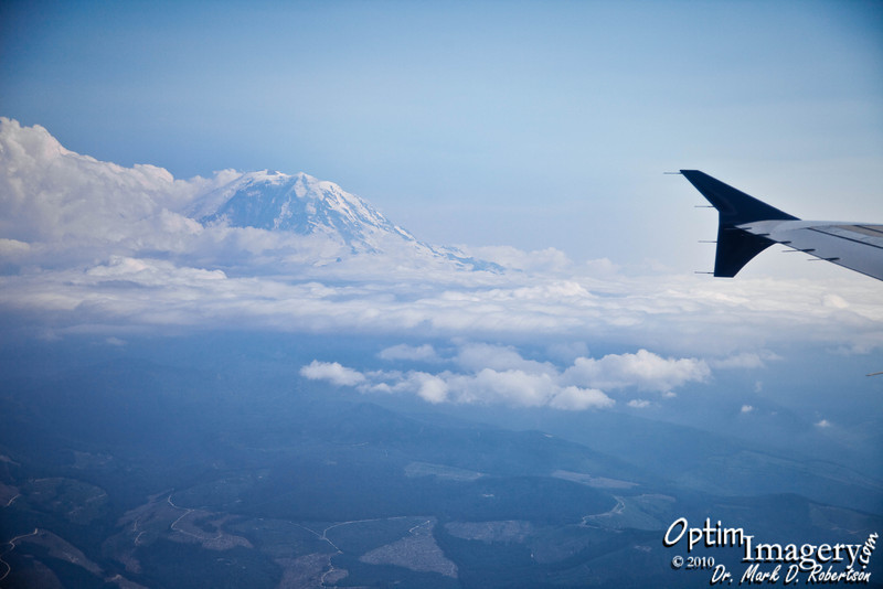 Approaching Seattle.  It is always a wonderful omen when any of the Majestic Giants come out to greet you.  And if only one welcomes you, then it's most impressive if it is spectacular Mount Rainier.