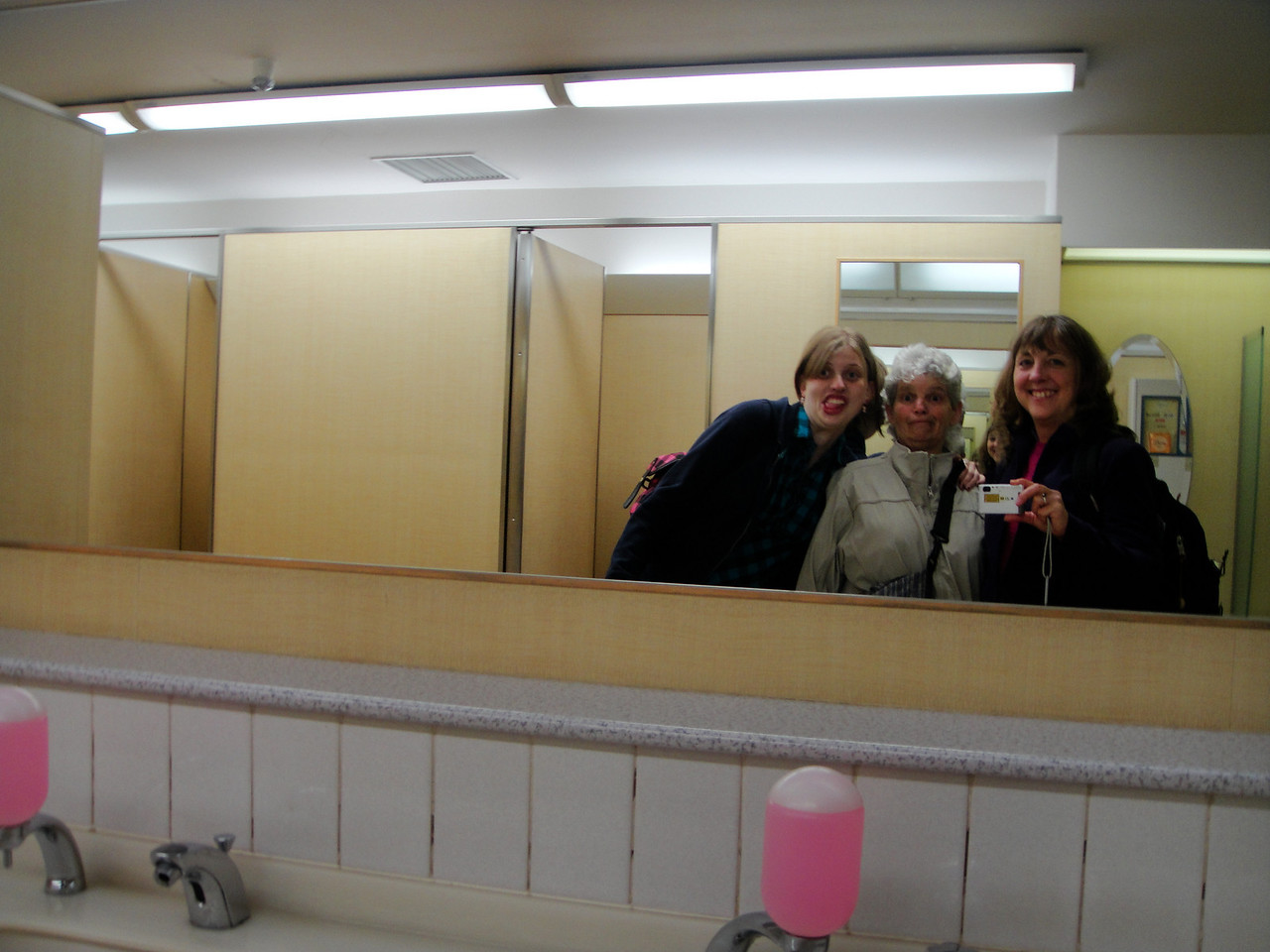 When we were tired of not buying, we played in the bathroom. hehe