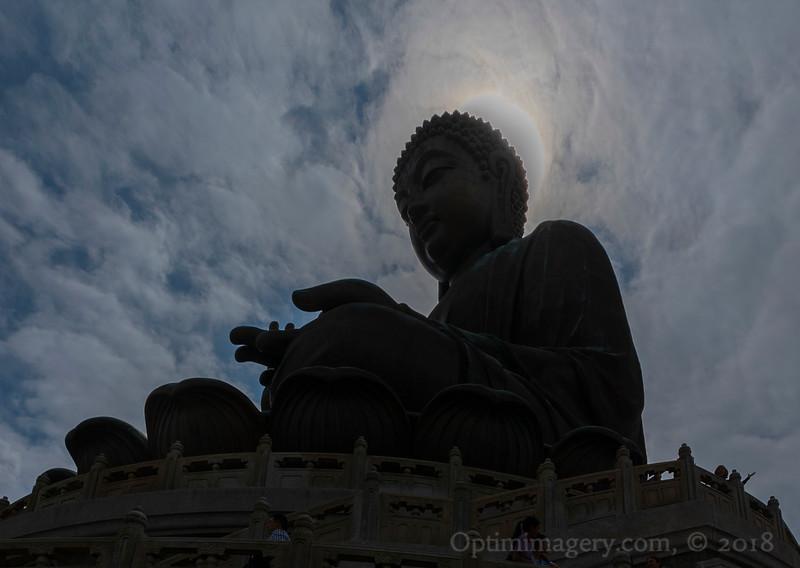 SUN BEHIND TIAN TAN BUDDHA