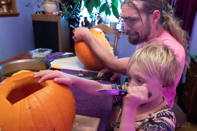 Yep, Papa: WATCH THAT KNIFE!
