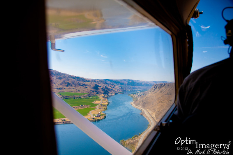 Lift off from Chelan Airport.  Here you see the Columbia River, just below the airport grounds.