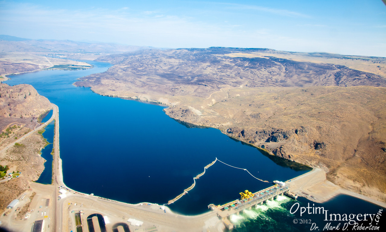Wells Dam and Lake Pateros (Columbia River).