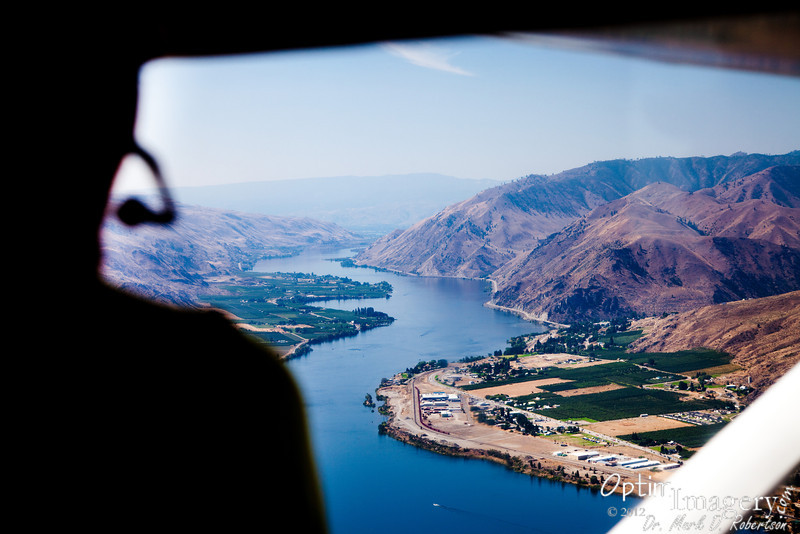 Now we are over the Columbia River, looking south toward Entiat (on the right side of the river) and Orondo (on the left side).