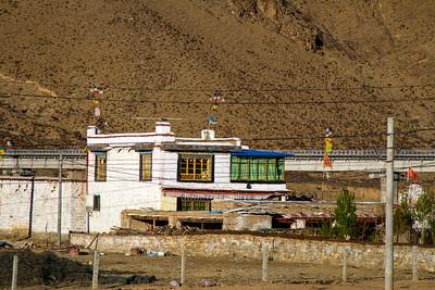 005 Tibet rural house © Bickerstaff