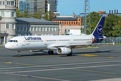 Lufthansa Airbus A321-131 D-AIRY 8-20-19