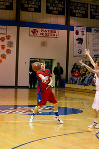 20120227_Boys_Basketball_B_Redwood_Valley_050_Noiseware4Std