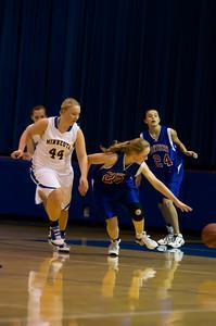 20120216_Girls_Basketball_B_Minneota_033_Noiseware4Full
