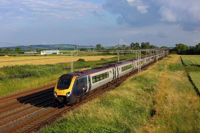 221104 leading 22113 working 1J32 1810 London Euston to Wrexham General and Holyhead at Ledburn on 8 July 2021  Class221, WCML, AvantiWestCoast