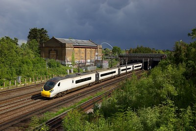 390005 powers the 1H71 1640 London Euston to Manchester Piccadilly at Northwick Park on the WCML on 5 June 2020  Avanti, Class390, WCMLLondon