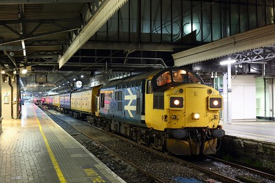 37025 stands at London Paddington with 3Q40 2149 Derby RTC to Reading triangle sidings on 14 July 2020  Class37, ColasRail, GWMLLondon