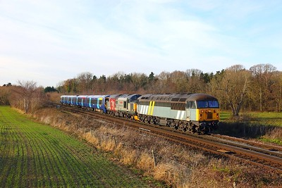 56301+37608+375922 on the 5Q58 Leicester L I P  to Ramsgate at Tonbridge on the 9th December 2017