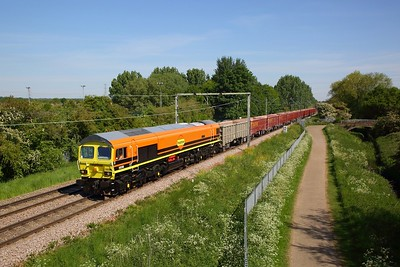 59206 in Freightliner Genesee & Wyoming orange powers the 6V57 0949 Harlow Mill to Acton yard at Turnford Brook, Cheshunt on the 15th May 2020