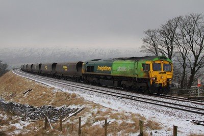 66522 working the 6M11 Killoch to Fiddlers Ferry loaded freightliner heavy haul coal at Ribblehead on 4th February 2012