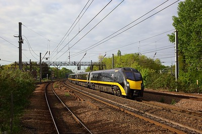 180103 working the 1N90 0806 London Kings Cross to Sunderland at Harringay on the 6th May 2019.