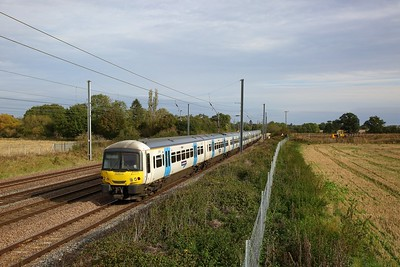 365514+365506 on the 1P87 1004 Peterborough to London Kings Cross at Great Paxton on the 5th October 2019