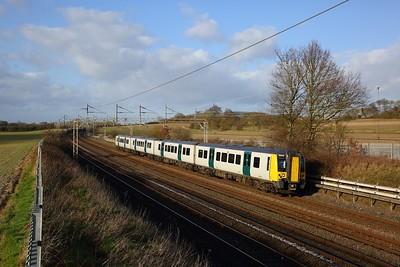 350102 on the 2K38 1355 Milton Keynes to London Euston at Cow Roast on the 1st February 2020