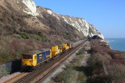 73119+73107 on the 3Y74 Tonbridge West yard circular going to Dover Priory to reverse at Abbotscliffe Tunnel, Capel le Ferne on the 18th February 2018