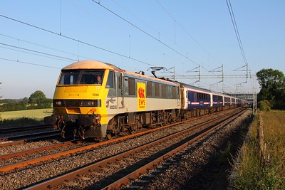 90036 powering the 1M16 Inverness to London Euston sleeper at Cathiron 02-07-2011