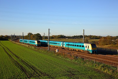 175111 on the 1D30 1537 Manchester Airport to Llandudno passing 175115 on the 1H90 Llandudno to Man P at Winwick junction on the 18th October 2018