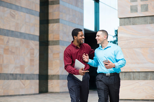 Un15.10b / Two male co-workers talking at the office / How is adult friendship different among female friends, male friends and cross-gender friends.  Choice 8 of 14