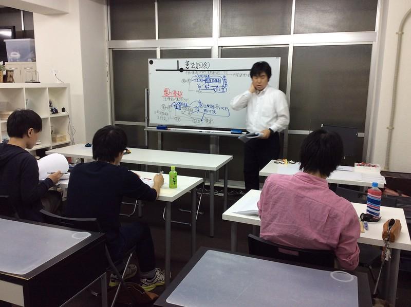 教養・専門本科生通学生コースにて。田邉塾長憲法の一コマ。