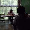 面接特訓講座、模擬面接にて。本当に面接官だった田邉先生が諮問しています。